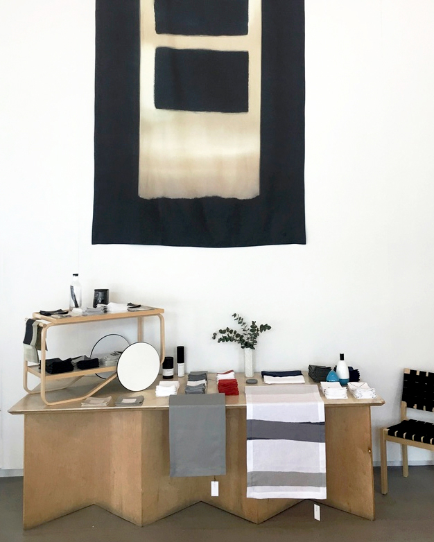 Huddleson-pop-up-table-linen-store-in-Los-Angeles-2