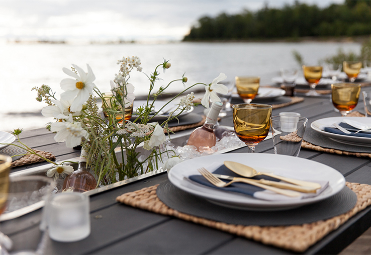 Contemporary-artistic-designer-linen-napkins-tablesetting-Huddleson-Linens