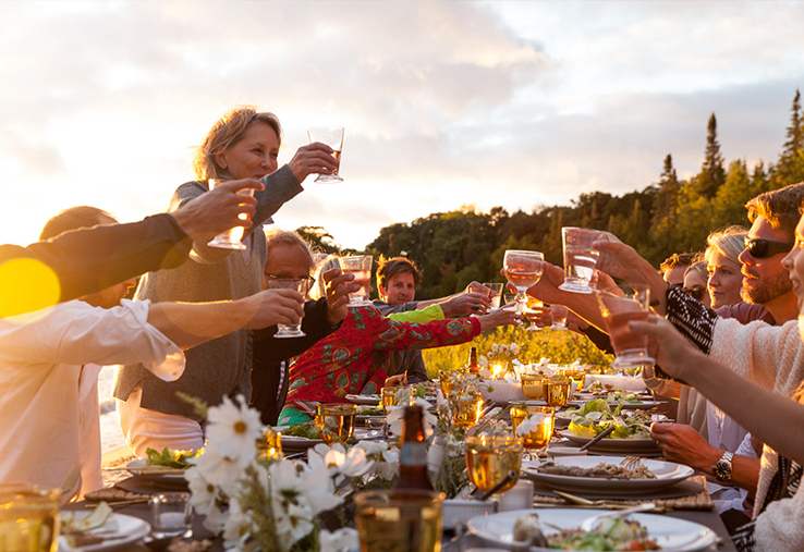 Outdoor-entertaining-beach-dinner-party-Michigan