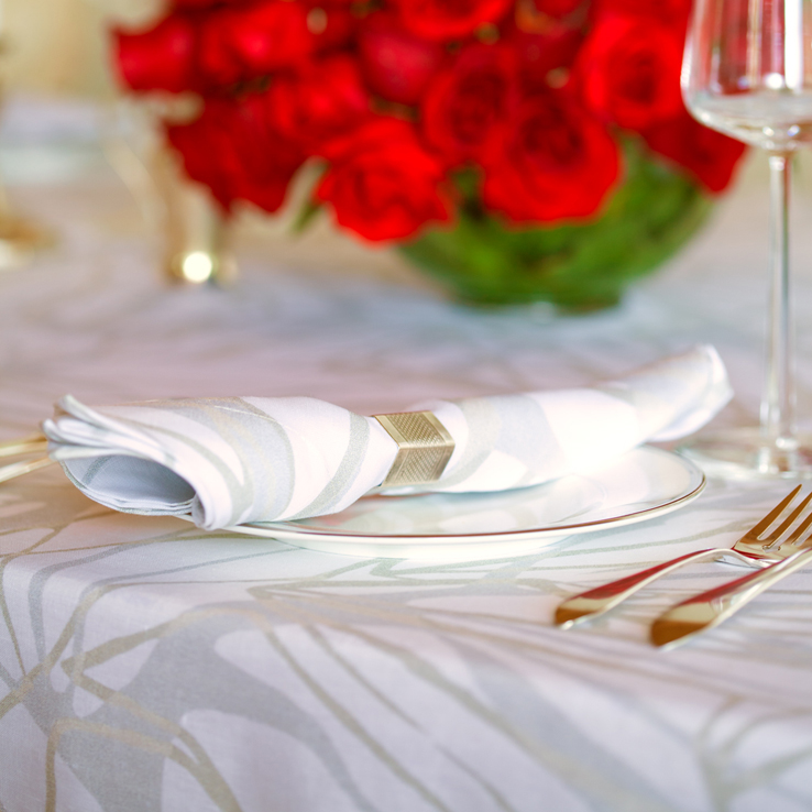 holiday table settings decoration elegant patterned linen tablecloth napkins