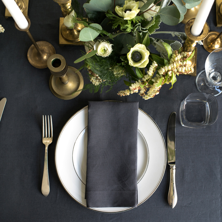 holiday table settings decoration elegant slate charcoal grey placesetting linen tablecloth napkin