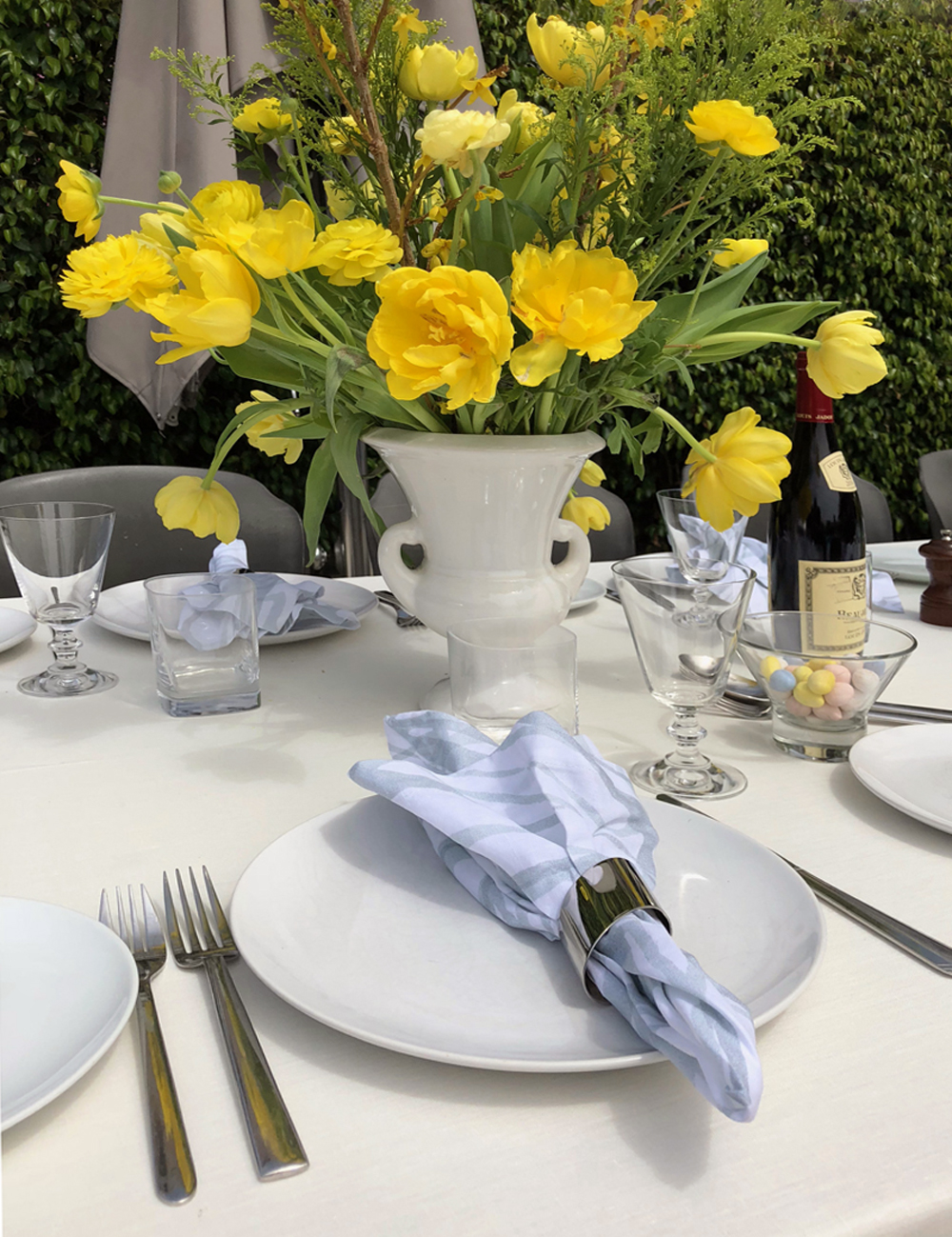 Ivory Linen Tablecloth Yellow Tulip Centerpieces and Aqua and White Linen Napkins - Huddleson Linens