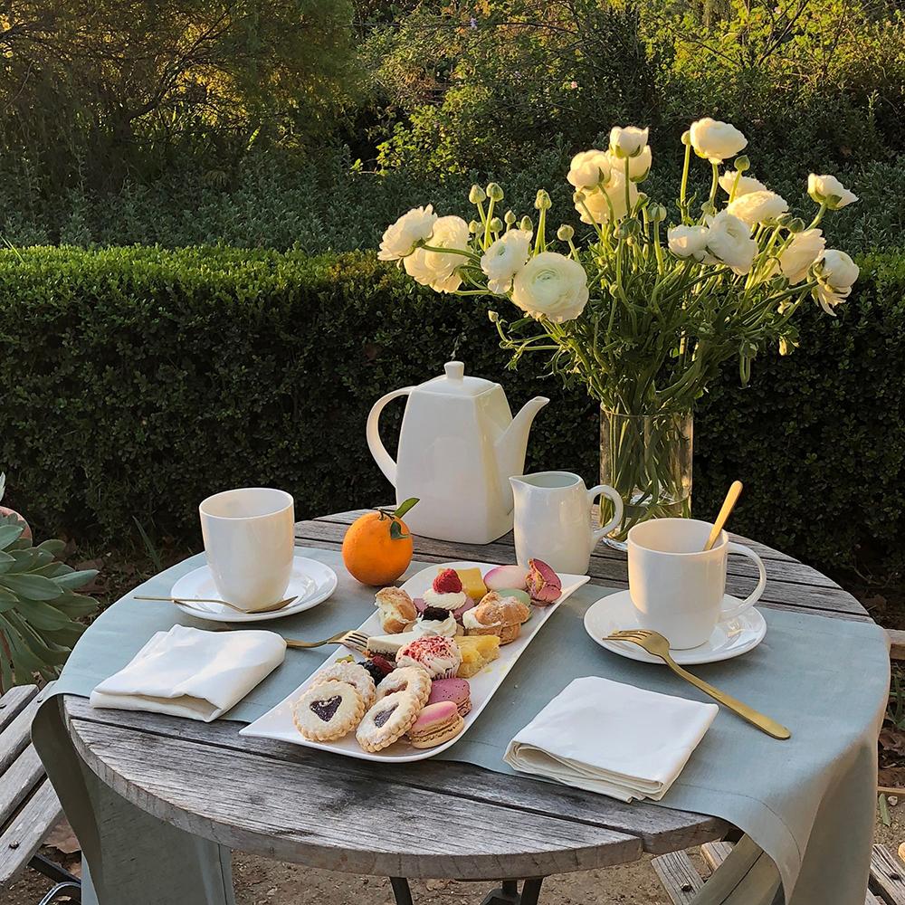 Luxury Picnic Light Green Linen Table Runner Garden